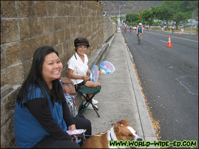 Kari, Miko and moms waiting patiently (and I stress patiently :P ) for my arrival. [Photo Credit: wifey]