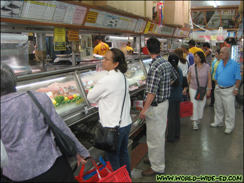 The evening rush at Tamashiro Market
