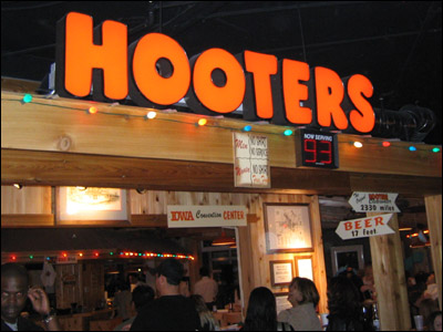 Hooters Restaurant signage