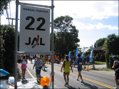 2006 Honolulu Marathon - Mile 22