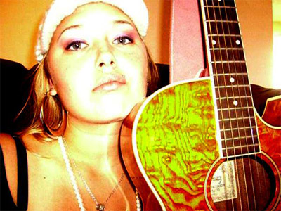 Anuhea and her guitar