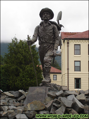 The Prospector Statue in front of the Pioneers Home [Photo Credit: Mom Kojima]