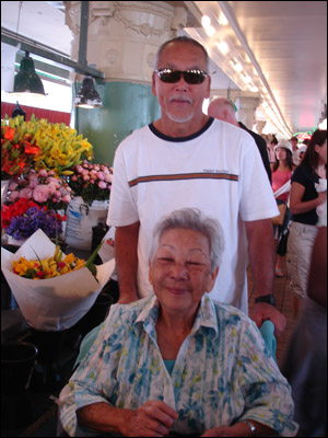 Dad and Grandma at Pike's [Photo credit: Mom Kojima]